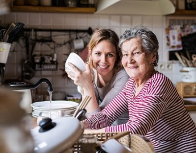 How to Distract Seniors Who Have Dementia in Barrie, ON