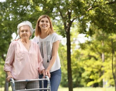 Non-Drug Options for Calming Seniors with Dementia in Barrie, ON